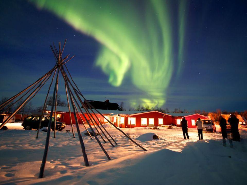 raurora-borealis-sweden_67083_990x742