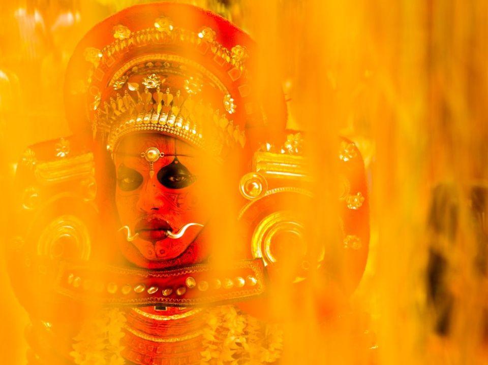 hindu-ritual-india_68265_990x742