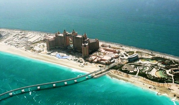 Atlantis-at-the-palm-hotel-586x345