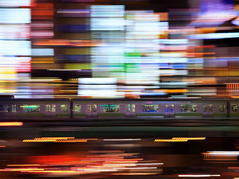 train-lights-japan_72974_990x742