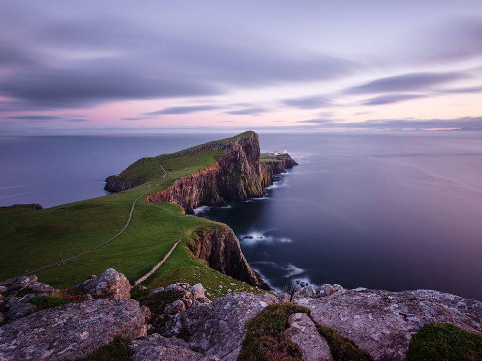 lighthouse-isle-skye-scotland_80564_990x742