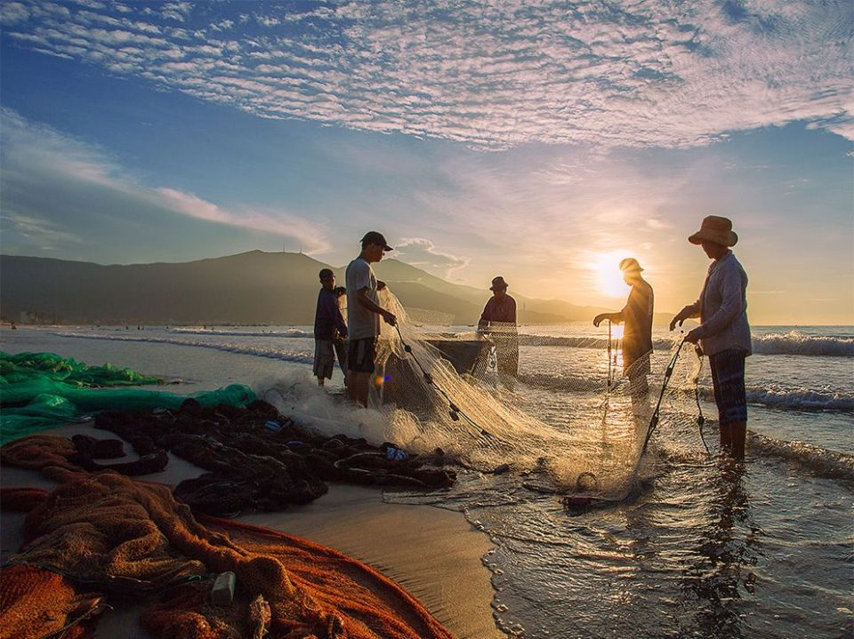 fishing-net-beach-vietnam_83585_990x742